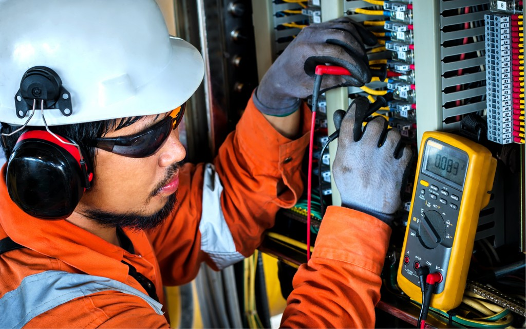 Building services engineering service and maintenance engineer