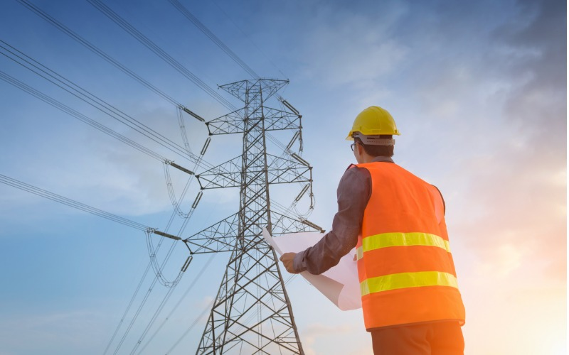 Electrical power networks engineer